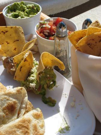 كازا فيلاز لاكشري بوتيك للبالغين فقط - شامل جميع الخدمات: Chicken Quesadillas, Tacos w/Salsa & Guacamole