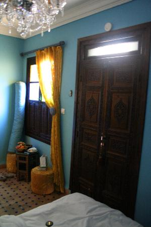 Riad El Mansour: Blue bedroom