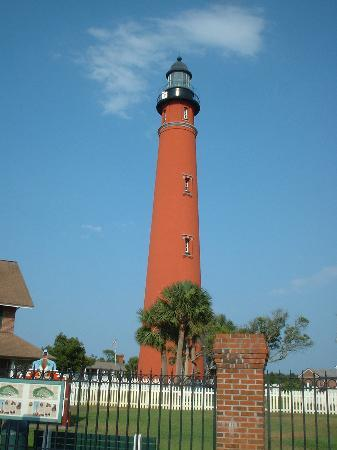 Sea Villas: the lighthouse in Ponce Inlet