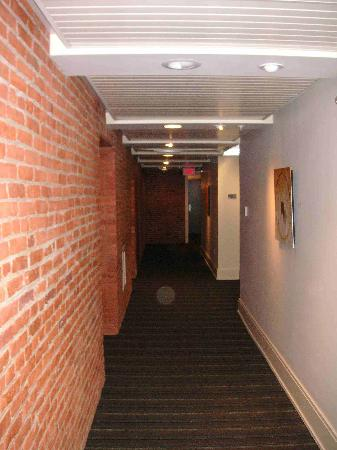 Lancaster Arts Hotel : Interior Hallway