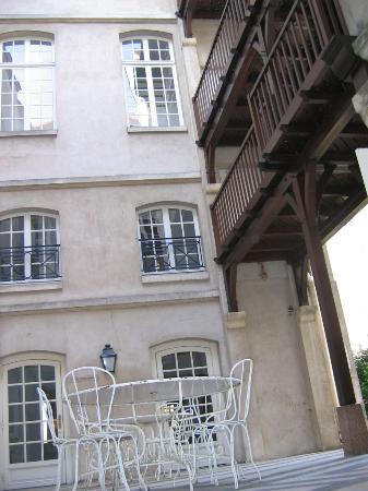 Auberge de Jeunesse MIJE  Fourcy: architecture super sympa