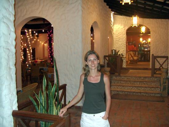 Pinewood Beach Resort & Spa: lobby and dining area