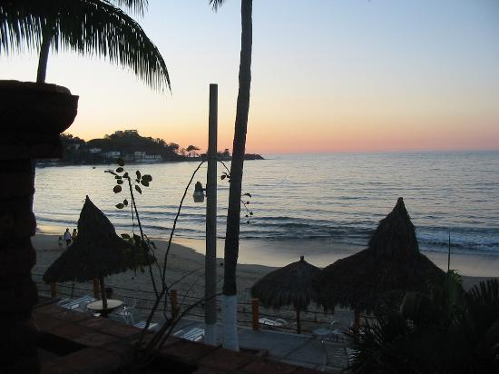 Costa Alegre Hotel and Suites: View from the balcany in the evening