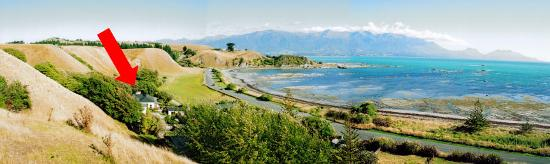 The Point Bed and Breakfast: Kaikoura panorama with B&B arrowed.