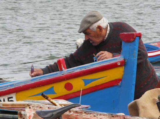 Rio Arade Manor House: Boat maintenance in the village