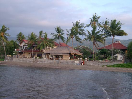 โรงแรมอดิรามาบีช: The poolWalking in shallow water looking to the hotel