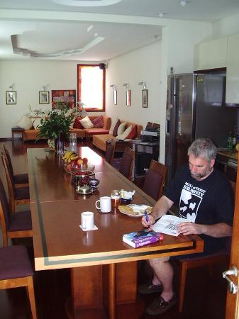 Rick's Place: The breakfast room/lounge
