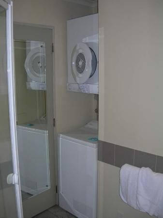 Quest Auckland Serviced Apartments: Washing Machine and Dryer