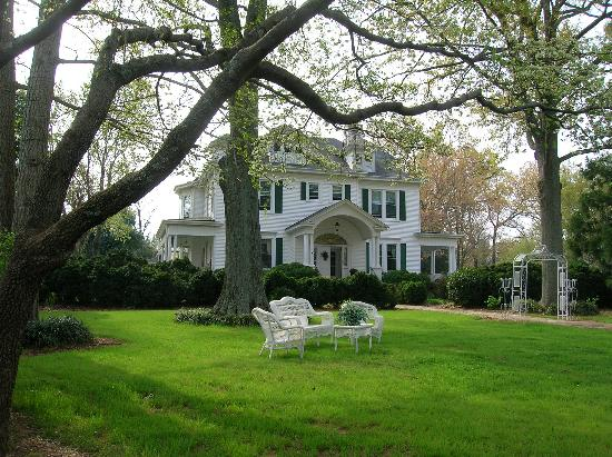 Walnut Lane Inn: View from the front yard swing