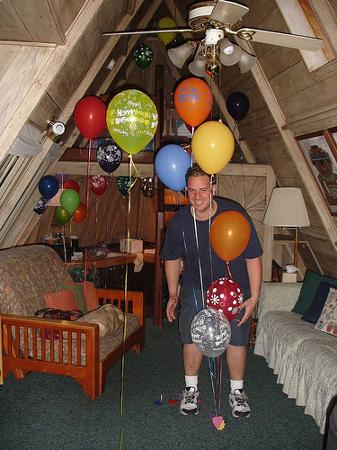 Alegria Oceanfront Inn and Cottages: View of the room, balloons and Jason