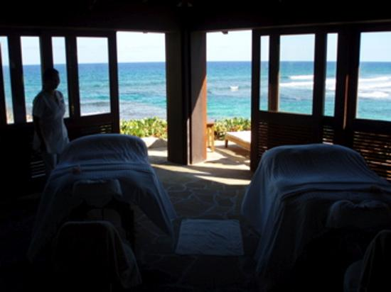 Peter Island Resort and Spa: dark - but...couples massage at spa