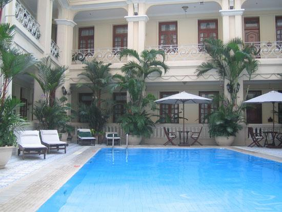 Grand Hotel Saigon: The swimming pool