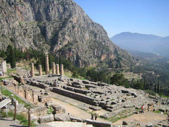 Delphi, Greece: Temple of Apollo