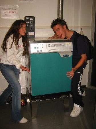 Auberge de Jeunesse des deux Rives: they even have a washing machine!