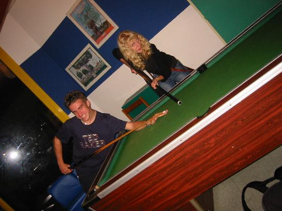 Auberge de jeunesse des deux Rives : and a pool table!