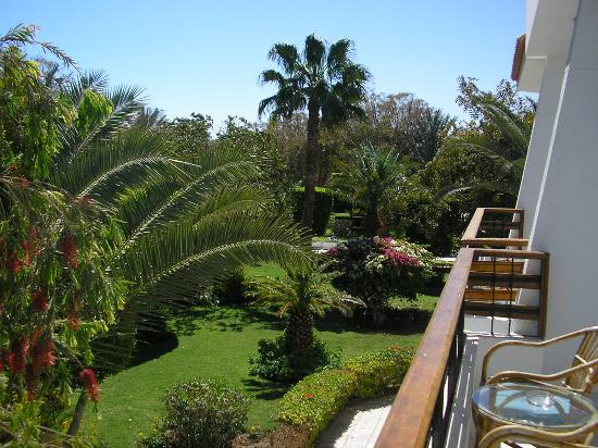 The Grand Hotel Hurghada : Vue sur le jardin de la chambre