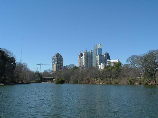 Parc Piedmont : View of Midtown's skyline from Piedmont Park