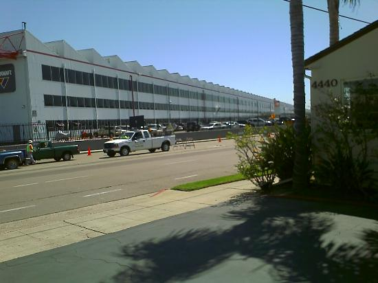 Old Town Inn: This is the view of the military building across the street.