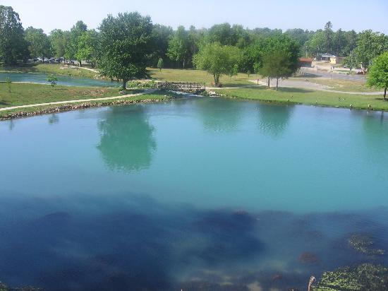 mammoth spring 2018-09-23 a national natural landmark, mammoth spring is one of the world's largest springs with nine million gallons of water flowing hourly it forms a 10-acre lake then runs southward as the spring river, a famous ozark trout and.
