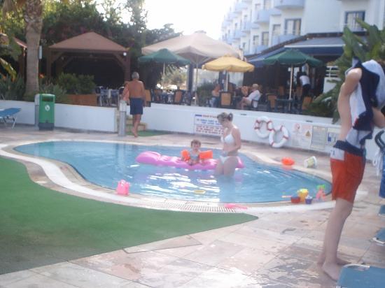 smartline Lantiana Gardens: poolside