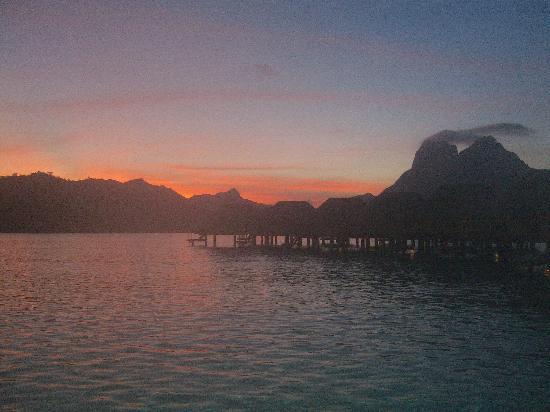 Bora Bora Pearl Beach Resort & Spa: Sunrise
