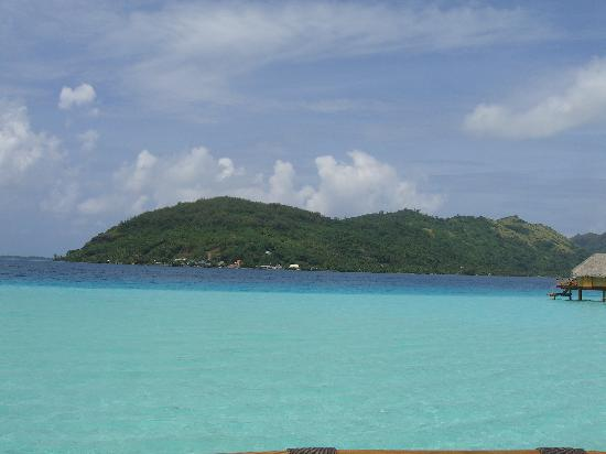 Bora Bora Pearl Beach Resort & Spa: Our view from our bungalow