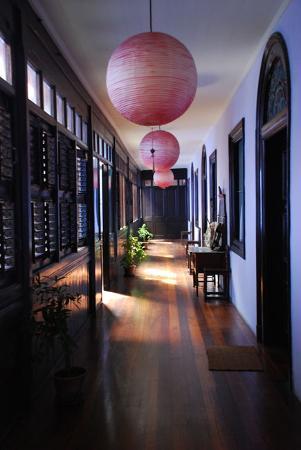 Cheong Fatt Tze - The Blue Mansion: Noisy wooden hallways