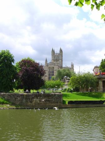 Бат, UK: The Abbey from the river