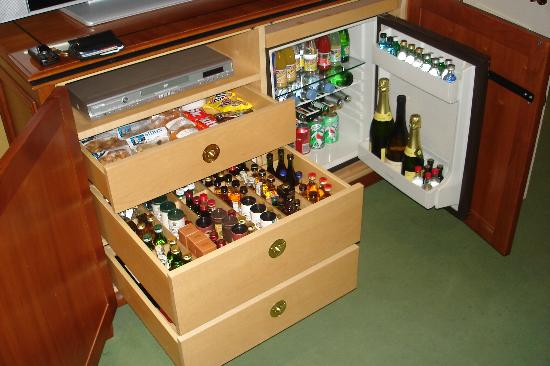 Parkes Hotel: The mini bar!