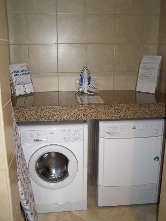 JA Oasis Beach Tower: Washing mashine and the dryer