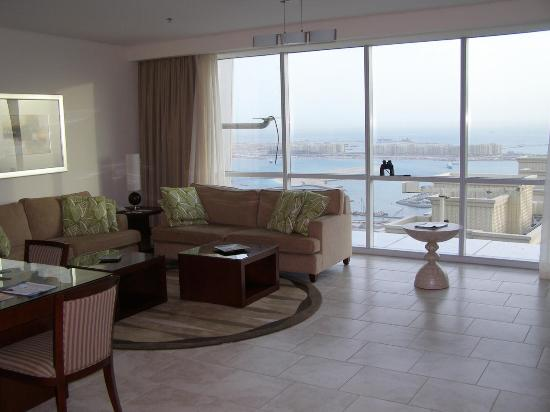 JA Oasis Beach Tower: The living room with the palm view