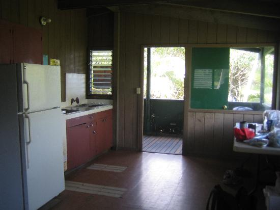 Waianapanapa State Park Cabins: Kitchen, dining area, deck of cabin 4