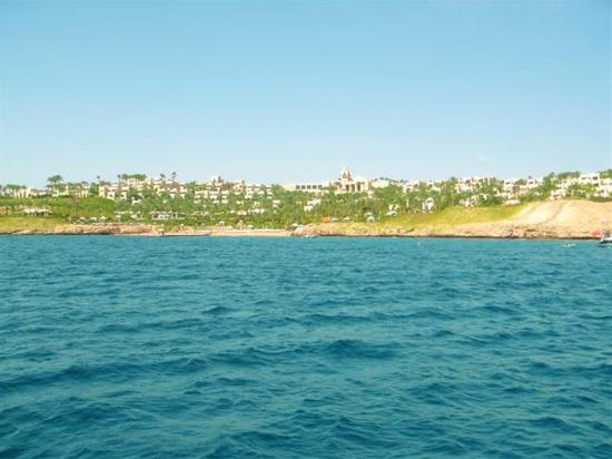 Four Seasons Resort Sharm El Sheikh: Look at the color of the sea...