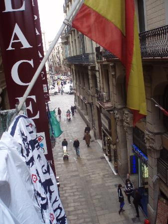 Pension Dali- : view from other side of balcony towards las rambles