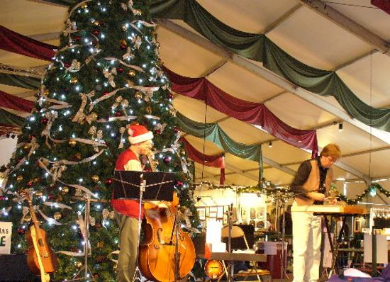 Christkindlmarkt: Musicians in the main tent