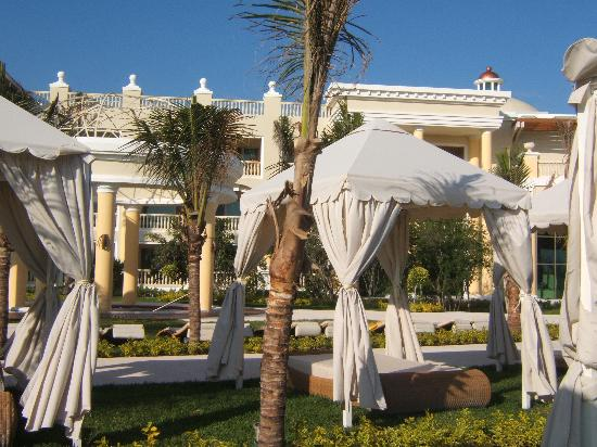 Iberostar Grand Hotel Paraiso: relax at the quiet pool