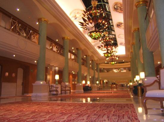 Iberostar Grand Hotel Paraiso: main hall night view