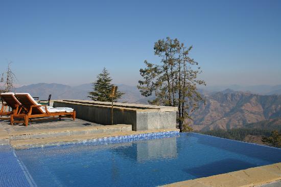 Wildflower Hall, Shimla in the Himalayas: Outdoor Jacuzzi with infinity edge