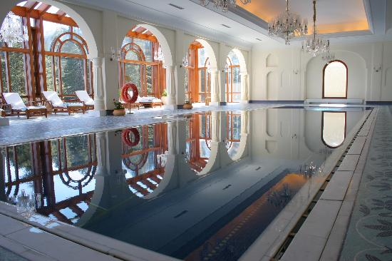 Wildflower Hall, Shimla in the Himalayas: Swimming Pool