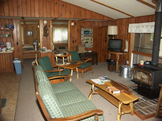Custom Cabin Rentals: Interior of cabin