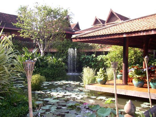 Angkor Village Hotel: the restaurant