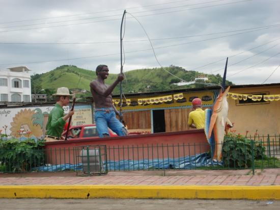 Esmeraldas, الإكوادور: monumento ingreso a esmeraldas