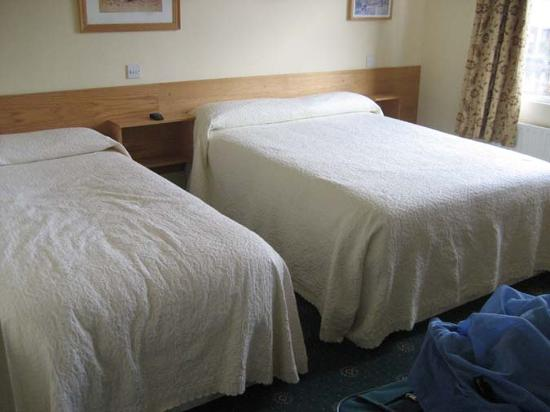 Sunnybank Bed and Breakfast: Please note: we wrinkled the bed!
