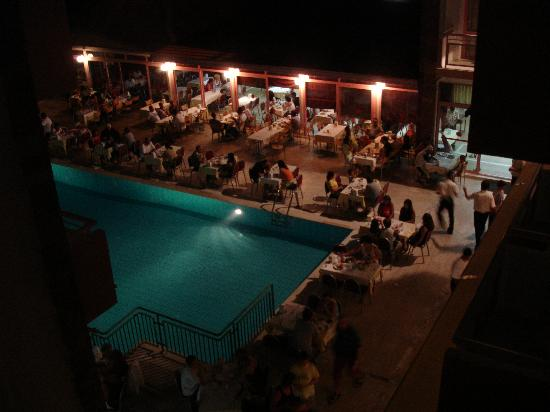 Hanedan Beach Hotel: Pool & Restaurant