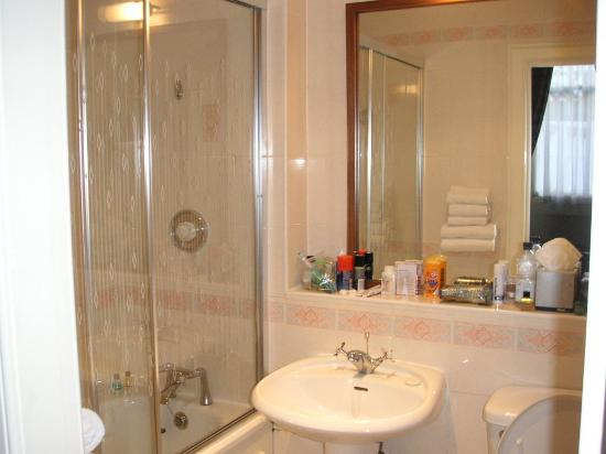Parliament House Hotel: Bathroom
