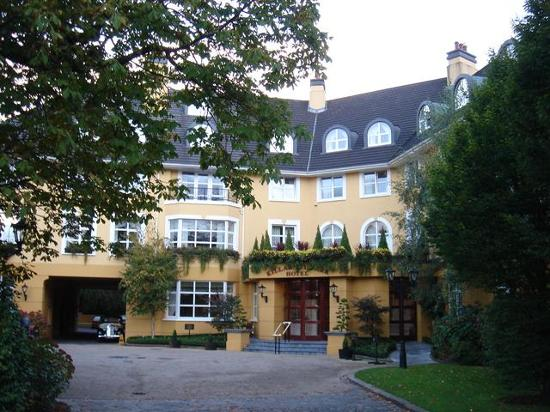 The Killarney Park Hotel: The front entrance of the hotel
