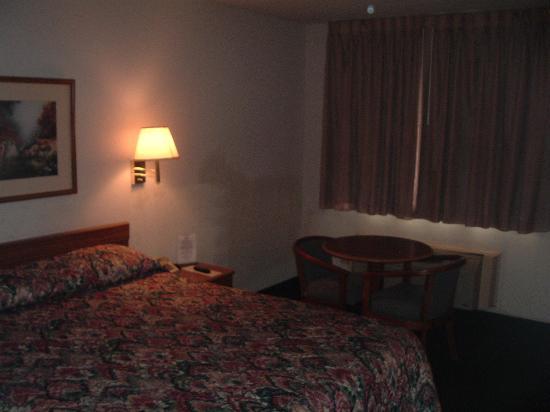 Inn of Uvalde: First room (101)