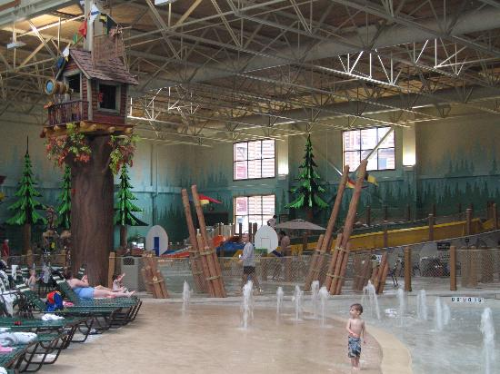 Great Wolf Lodge : beach and wave pool