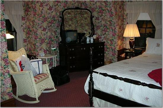 Coach House Inn: Our Room