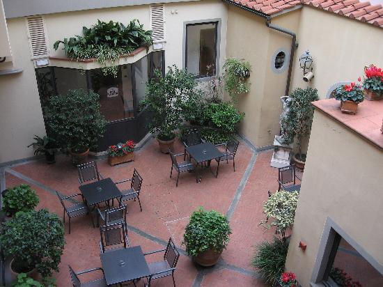 Rivoli Boutique Hotel: Courtyard view from our window